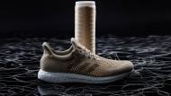 Ein Adidas-Schuh aus Seide
