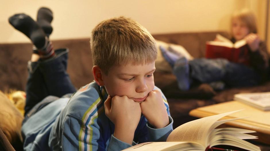 """Nicht für jedes Kind ist es attraktiv, Lesen zwischen zwei Buchdeckeln zu lernen. Für manchen ist auch """"Bravo Sport"""" ein guter Einstieg."""