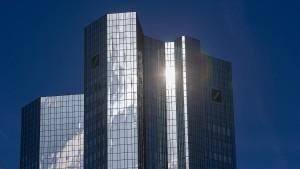 Aktie der Deutschen Bank fällt auf historischen Tiefstand