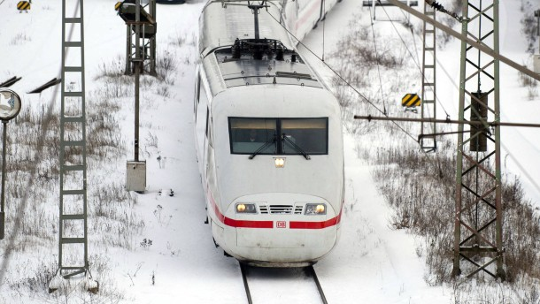 Deutsche Bahn bremst Züge wegen Schnee und Eis