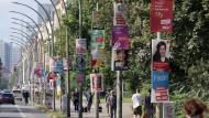 Bunte Vielfalt: Auf dem Stimmzettel wie auf der Straße tummeln sich die verschiedensten Parteien.
