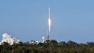Elon Musk schickt recycelte Rakete ins All