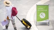 Rückkehrer am Flughafen Stuttgart: Ein digitales Meldesystem soll Mitte Oktober zur Verfügung stehen.
