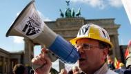 Die Proteste gegen die Hartz-Reformen in Deutschland waren immer wieder groß. Gebracht haben die Reformen nach Ansicht von Fachleuten aber viel.