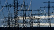 Empörung herrscht in den Ostländern über Gabriels Rückzug bei der Stromnetzreform.