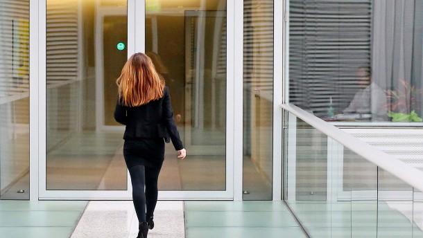 Frauenanteil in Führungspositionen leicht gesunken