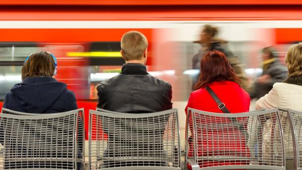 Bahn könnte zwölf Millionen Stunden Reisezeit einsparen