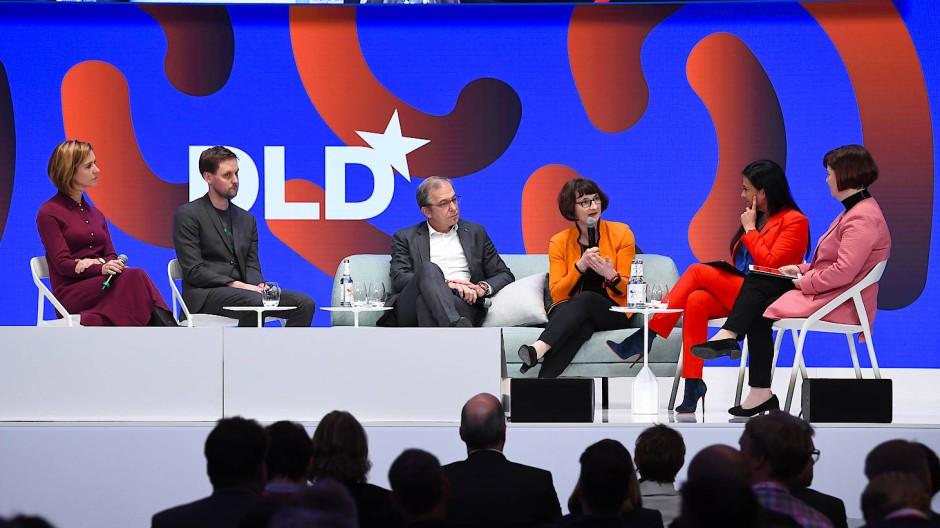 Das Panel zu Quantencomputing auf der DLD 2020: Gabi Dreo-Rodosek, Grazia Vittadini (Airbus), Heike Riel (IBM) und Helmut Leopold (AIT) – von rechts.