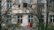 Mieter in der Berliner Karl-Marx-Allee protestieren gegen Verdrängung. Eine Initiative in Berlin will große Immobilienunternehmen teilweise enteignen – mithilfe des Sozialstaats.