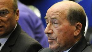 Drogeriekönig klagt – erscheint aber nicht vor Gericht