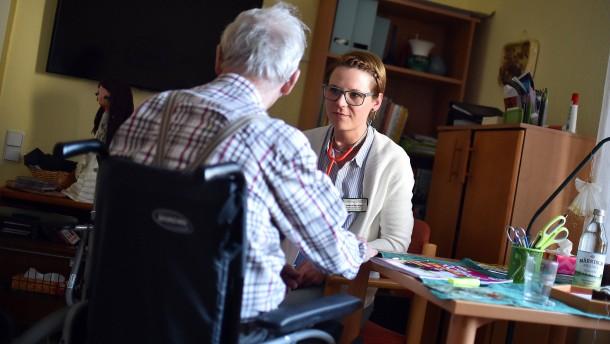 Pflegedienste verschicken Kündigungen