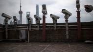 Horrorvision: Die komplette Überwachung per TV-Kamera, wie hier in Schanghais Finanzzentrum Pudong, wirkt für viele Expats abschreckend.