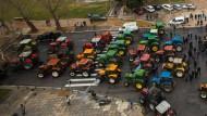 Landwirte verstopfen wichtigste Verkehrsadern