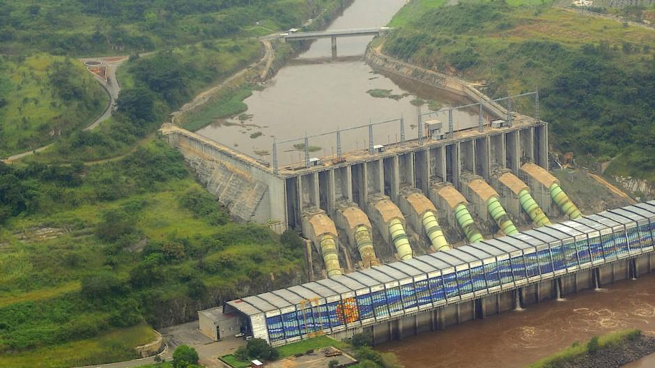 Soll erweitert werden – und womöglich eines Tages der Wasserstoffproduktion dienen: Der Inga-Staudamm in Kongo