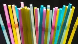 Rewe und Lidl werfen Plastik-Strohhalme aus dem Sortiment