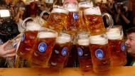 EU-Kommissar erklärt Roaming-Gebühren mit Bierpreisen