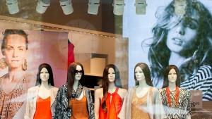 Warum H&M auf seinen Klamotten sitzen bleibt