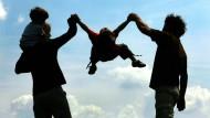 Ein Ehepaar mit zwei Kindern: Der Kinderwunsch bleibt häufig unerfüllt.