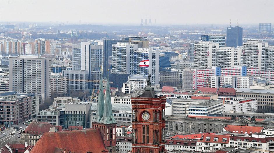 Blick über Berlin: Der Mietendeckel kann wie geplant am 23. November in Kraft treten.
