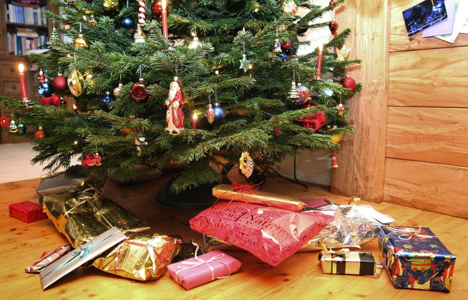 bild zu studie ber weihnachtsgeschenke spenden statt. Black Bedroom Furniture Sets. Home Design Ideas
