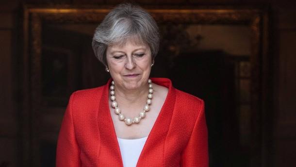 May: Trump riet mir zur Klage gegen EU
