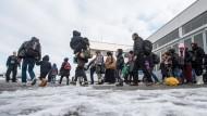 Flüchtlinge in Passau: Deutschland hat die Kontrolle über seine Grenzen verloren, sagt der Migrationsforscher George Borjas.