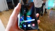 Ein Vorführmodell des Samsung Galaxy Fold