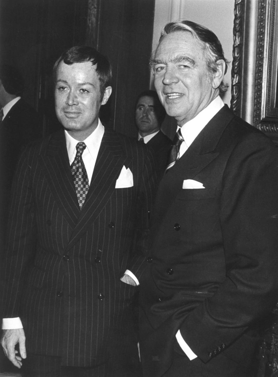 Berthold  Beitz (r) als Generalbevollmächtigter der Firma Krupp neben Arndt von Bohlen und Halbach 1975 in der Villa Hügel.