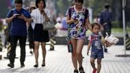 Die Chinesen nutzen das Smartphone häufiger und vielfältiger als viele Menschen im Westen.