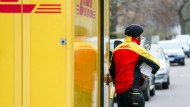 Ein DHL-Paketbote auf Tour
