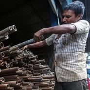 Arbeiter in einem Industriegebiet in Mumbai - die deutsche Wirtschaft wirbt für ein Freihandelsabkommen mit Indien.