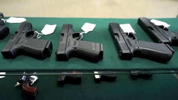 Vor der Wahl werden die Pistolen knapp