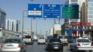 Straßenverkehr in Riad: Das Königreich Saudi-Arabien möchte gerne nicht mehr nur vom Ölverkauf leben.