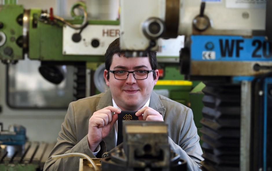 Boris Yilmaz ist jetzt Betriebselektroniker.