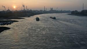Reker verlangt ein Tempolimit auf dem Rhein