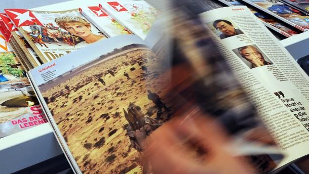 Durchblättern: Die Pressegrossisten sorgen dafür, dass die Zeitungen und Zeitschriften an den Kiosk kommen