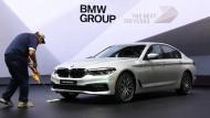 BMW will Strafzöllen und dem Brexit trotzen