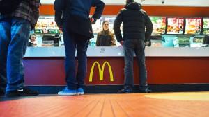 Stundenlohn in Fastfood-Restaurants steigt Ende 2023 auf zwölf Euro