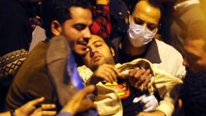 Demonstranten in Kairo harren aus