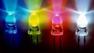 Leuchtdioden in blau, gelb, rot und weiß.