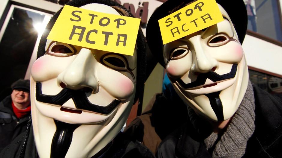 Mit Guy-Fawkes-Maske: Demonstranten gegen das Acta-Abkommen