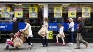 Auch der Konsum steigt - Einkaufsszene in Dublin.