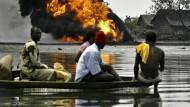 Vor zehn Jahren evakuierten Nigerianer ihre Häuser nach einem Ölpipeline-Unfall.