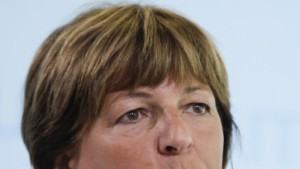 Schmidt mahnt Ärzte wegen Klinik-Kopfprämien ab