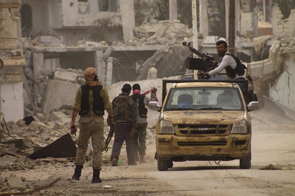 Vollkommen zerstört: Rebellen liefern sich in Hama noch immer Feuergefechte mit der Assad-Armee.