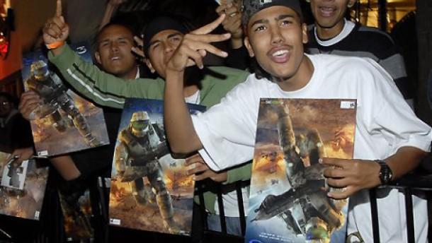 Schlangestehen für Halo 3