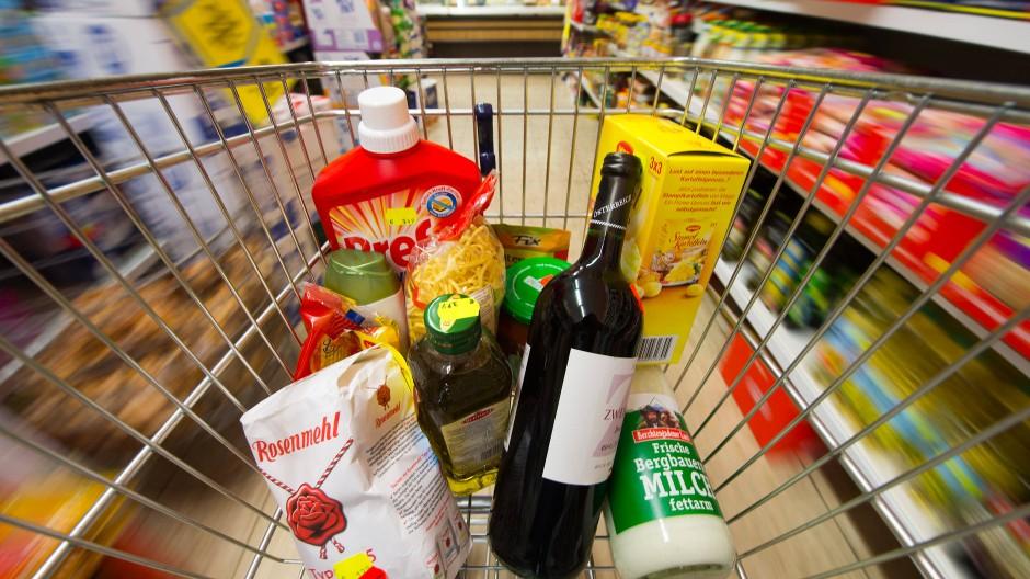 Im Supermarkt ist es etwas teurer geworden.