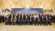 Gruppenfoto aus Bratislava: Schäuble würde eine Steuerharmonisierung begrüßen.