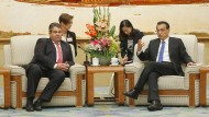 Der deutsche Wirtschaftsminister Sigmar Gabriel (SPD) und der chinesische Premier Li Keqiang haben Gesprächsbedarf.