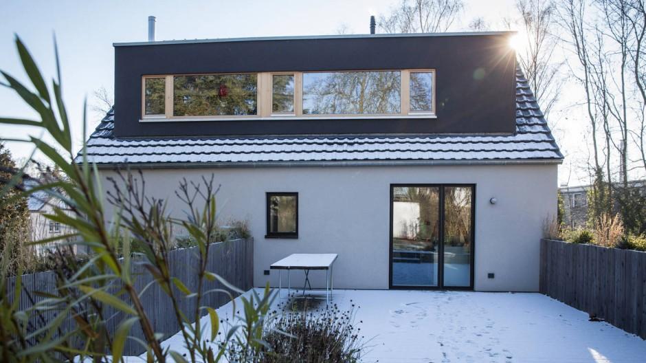 Das Dach als Terrasse: Nach dem Umbau haben die Bewohner des ersten Stocks direkten Zugang zum Garten